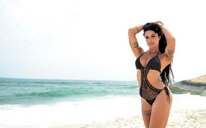 Fotos da Aline Riscado antiga bailarina do Faustão na praia