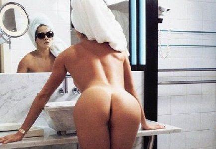 Deborah Secco pelada na revista playboy de agosto de 2002